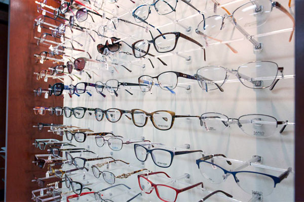 Glasses & Contacts | Cleveland Clinic