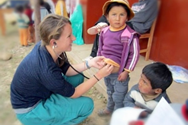A Cleveland Clinic Lerner College of Medicine student treats children as part of the Peru Outreach Program.