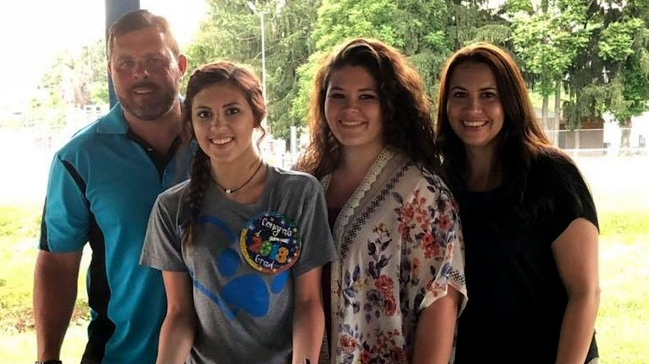 Kara (far right) has been enjoying time with her family without experiencing any complications from her leadless pacemaker. (Courtesy: Kara Reamer)