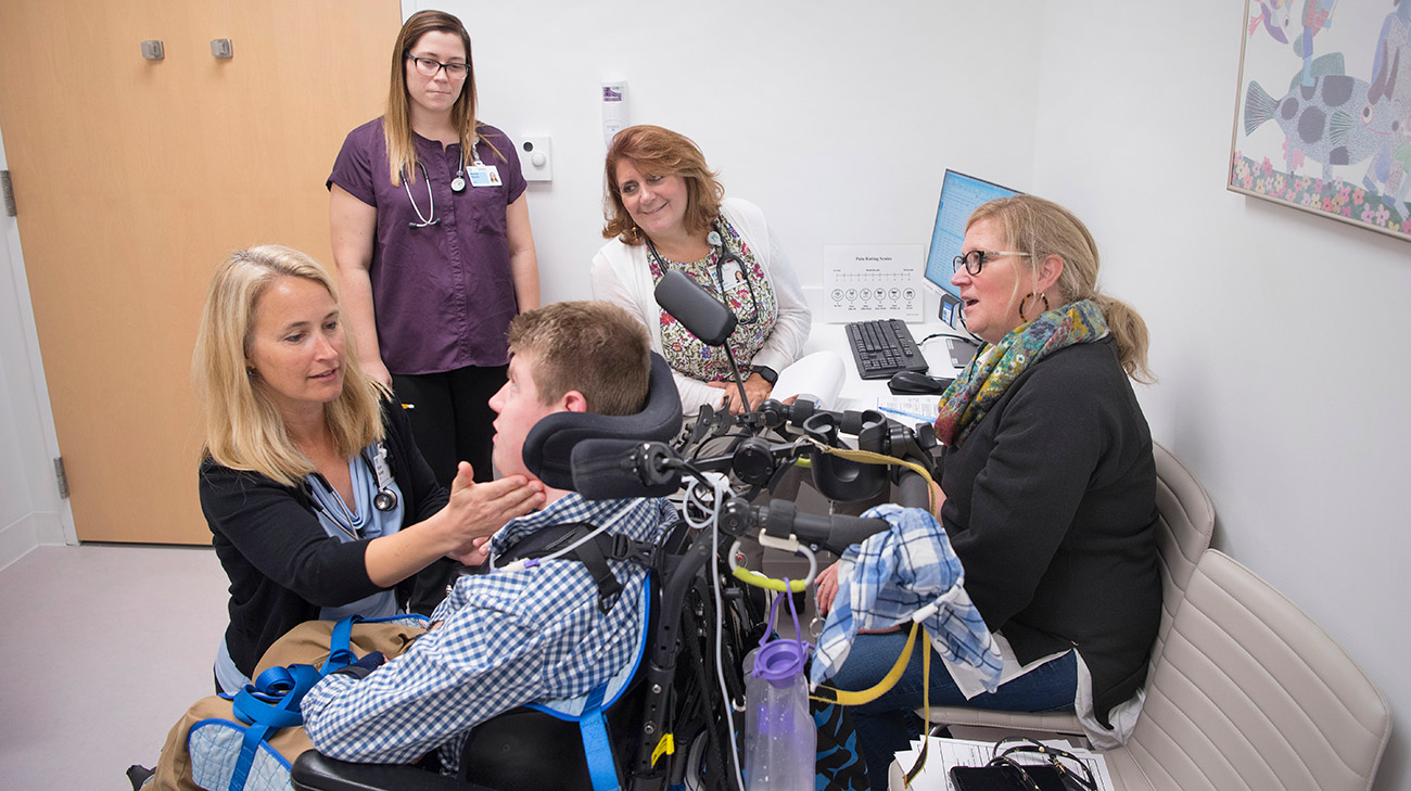 Thomas (center) and his mom, Sue (far right), meet with his care team — (left to right) Dr. Kalady, student Marisa Adams, and Nurse practitioner Julie Corder. (Courtesy: Cleveland Clinic)